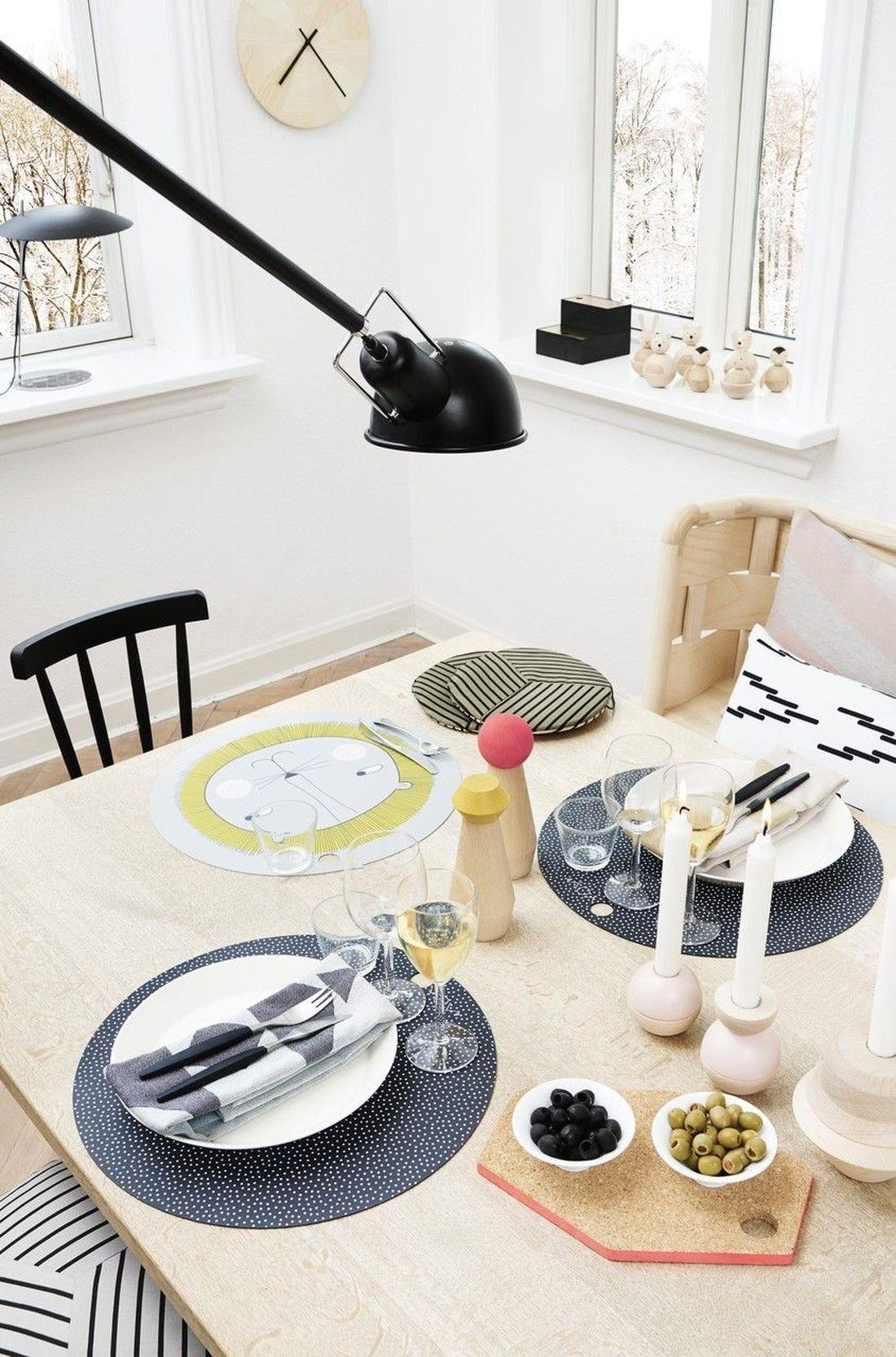 kinder tisch set oyoy slinkii kleine fabriek. Black Bedroom Furniture Sets. Home Design Ideas