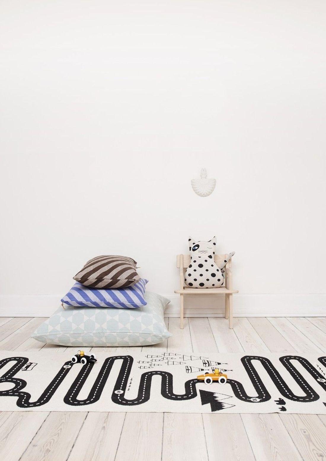 teppich spielteppich oyoy adventure kleine fabriek. Black Bedroom Furniture Sets. Home Design Ideas