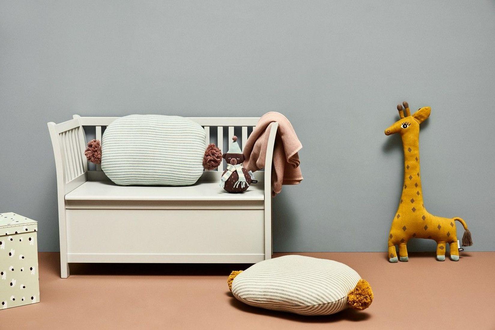 kissen kuscheltier giraffe noah oyoy kleine fabriek. Black Bedroom Furniture Sets. Home Design Ideas