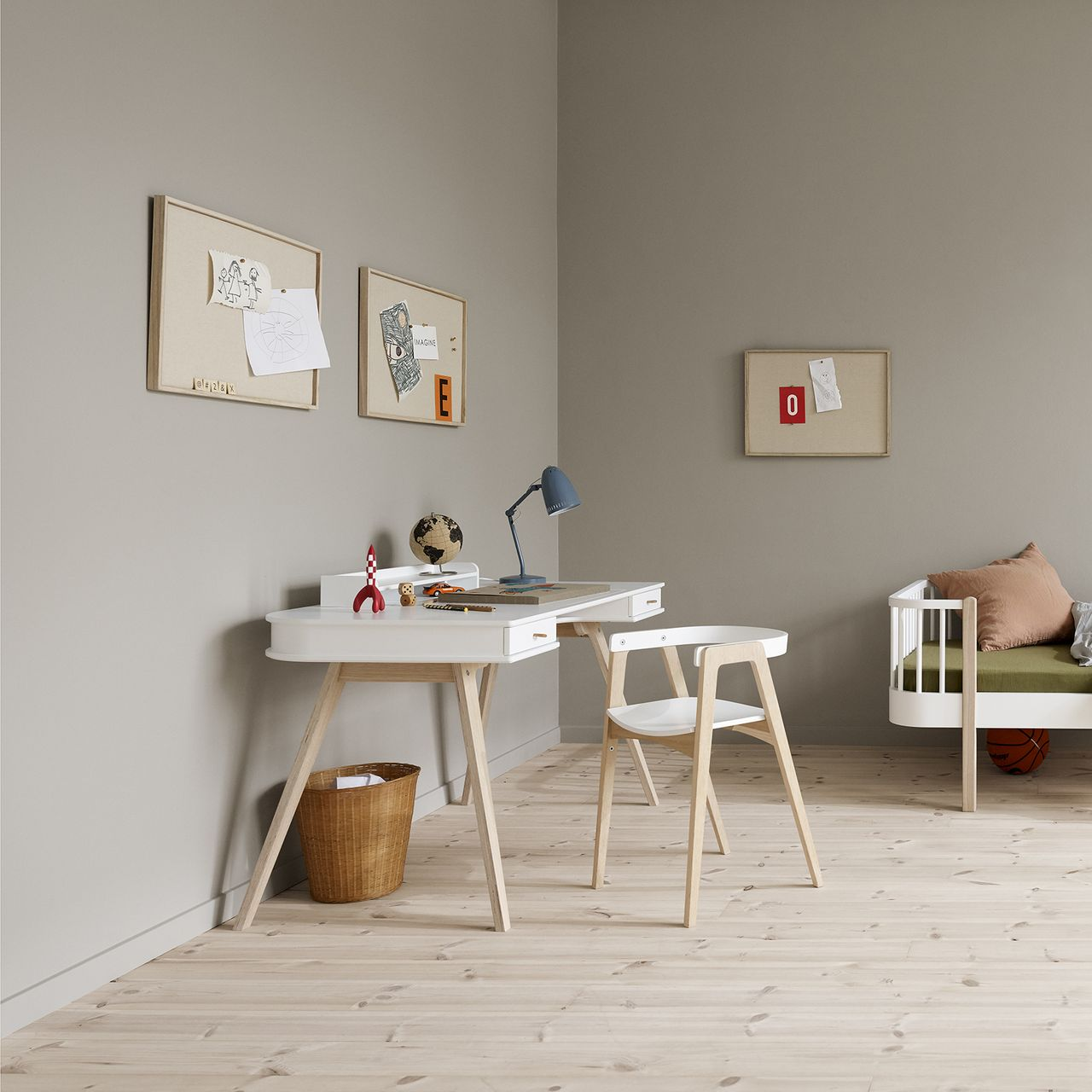 Oliver Furniture Wood Kinderzimmer-Schreibtisch in Berlin kaufen - Kleine Fabriek